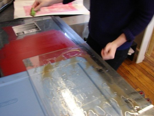 Dotting with the sponge, using gum